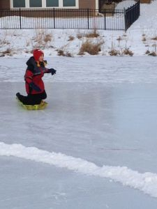 Glad kusin på isen!
