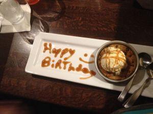 Efterrätten som servitören kom med åt Sonen när han fick veta att det var Sonens födelsedag.