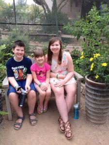 Dottern med sina syskon. Bilden togs för några veckor sedan i varma Phoenix, Arizona.