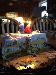 Den halvätna glasstårtan med rätta ljus på den här gången!
