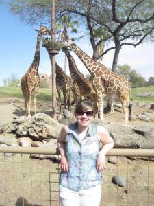 Dottern med girafferna i djurparken.