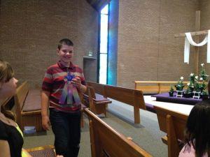 Stolt Son med sina välförtjänta priser efter ett lyckat första år som pianostuderande.
