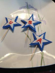 Dottern ville baka en födelsedagstårta dagen till ära. Här var början till dekorationerna.