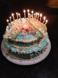 Den av Dottern egenhändgit gjorda och dekorerade tårtan.
