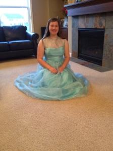Jag känner mig som Askungen!, utrast Dottern när hon provade sin nya klänningen för första gången igår.