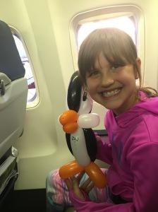 En glad Lillasyster på väg hem till Minneapolis och mamma!